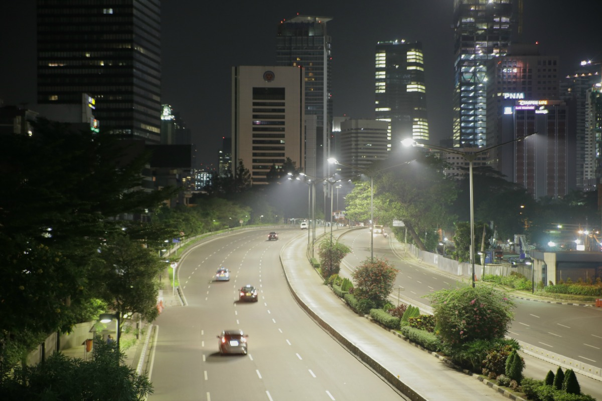 Philips to deploy 90,000 connected street lights in ...