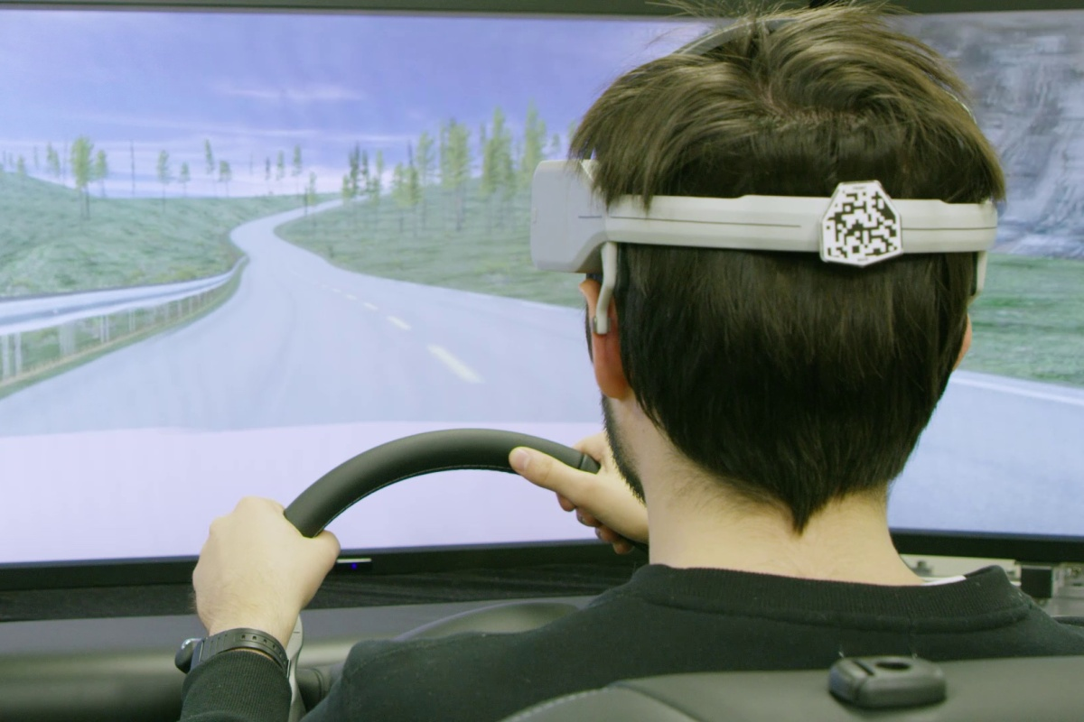 Brain decoding technology predicts a driver's actions and detects discomfort