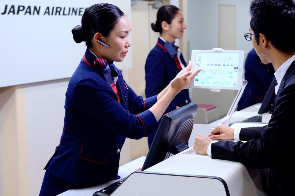 AI interprets what check-in counter agents are saying to JAL customers