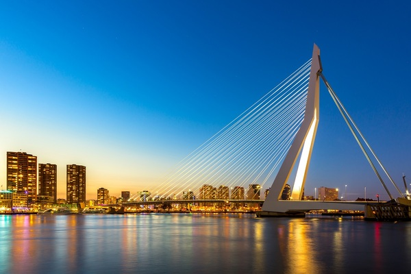 Rotterdam strikes climate deals with 100 companies to halve CO2 emissions by 2030