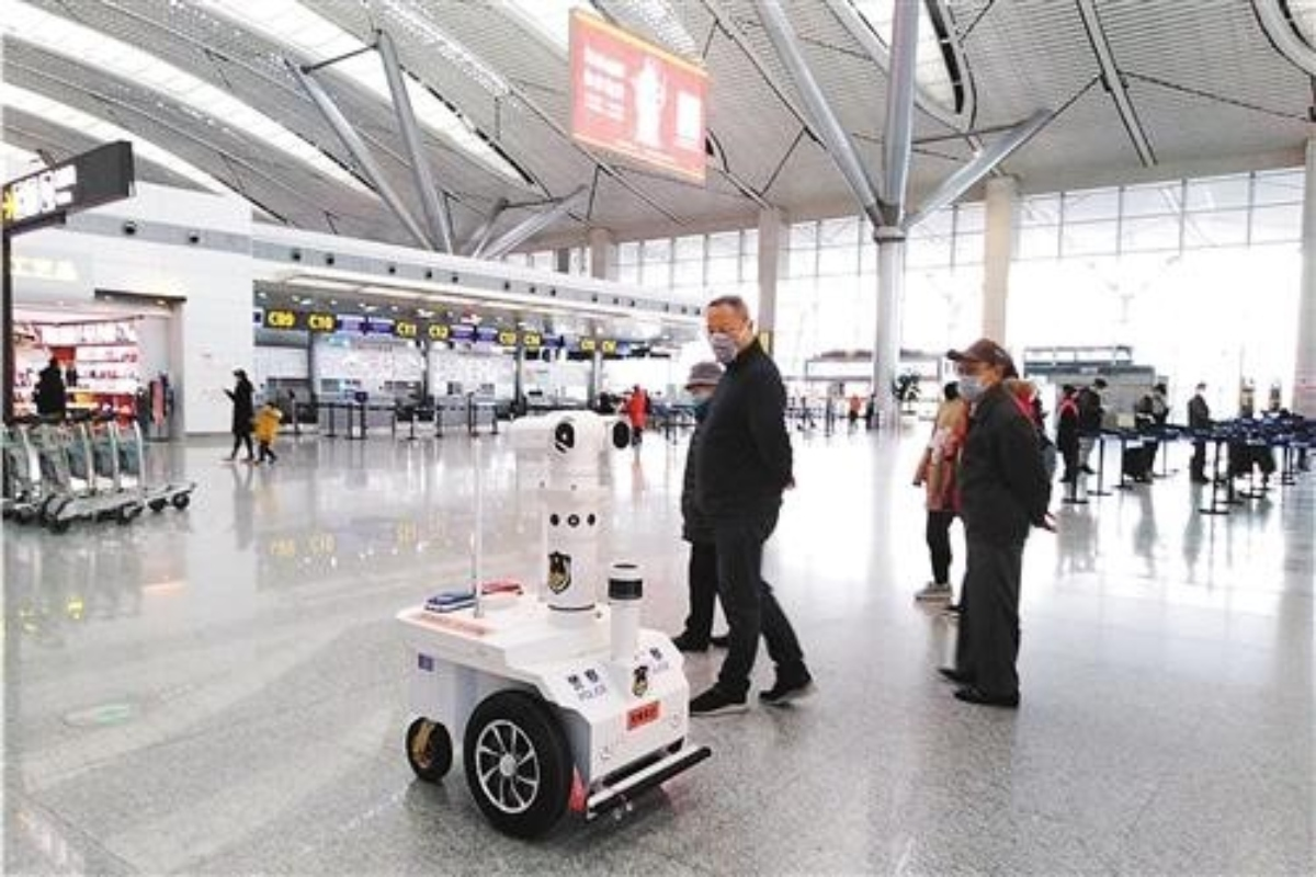 A 5G smart patrol robot being used at Guiyang Airport in China