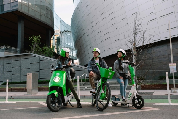 Lime to pilot electric mopeds in Paris and Washington DC